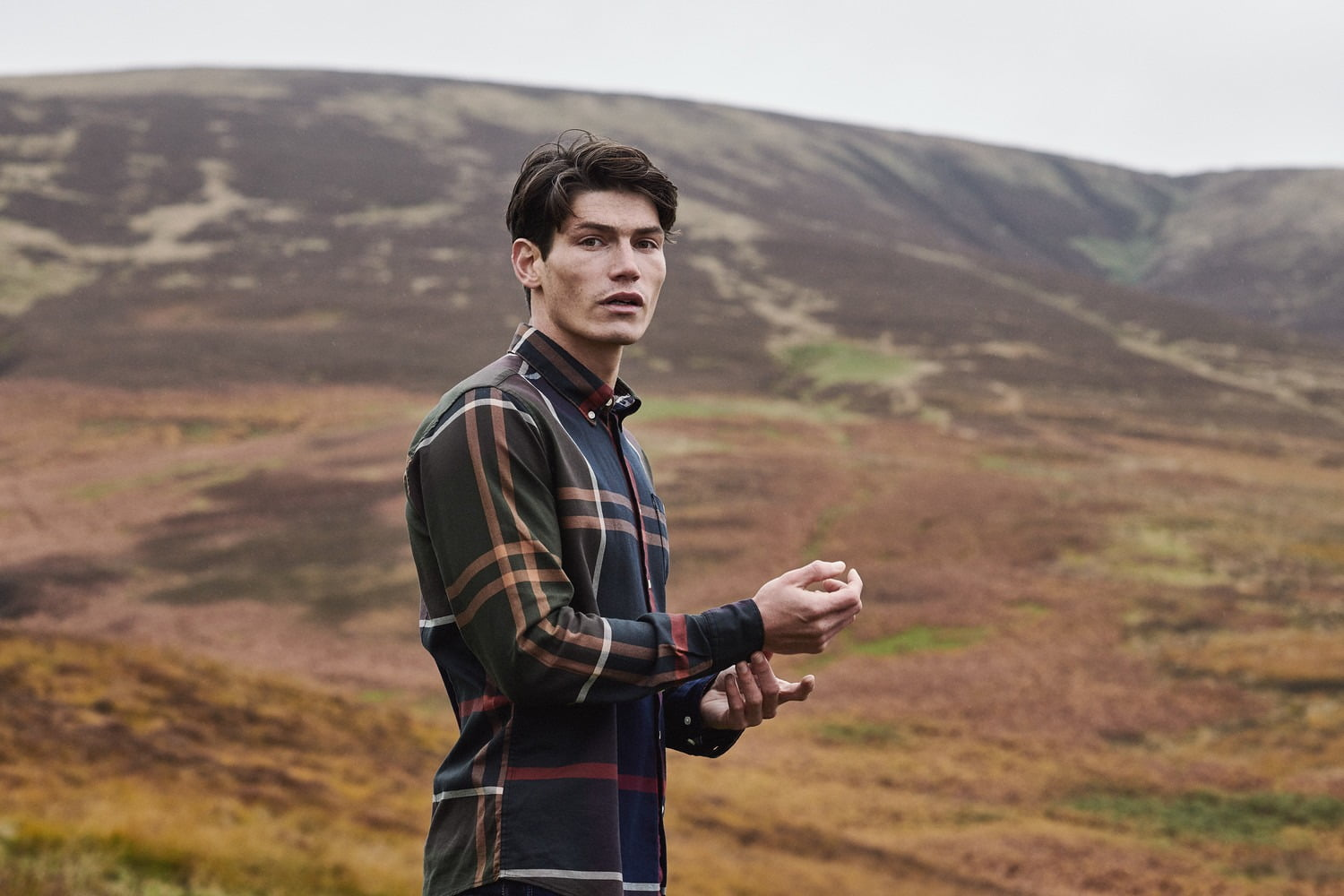 gilanders.ie - man wearing barbour doonan shirt on the heath